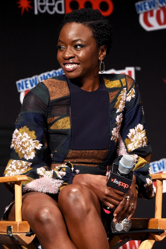 danai-gurira-at-the-2016-the-walking-dead-nycc-comic-con-panel-001